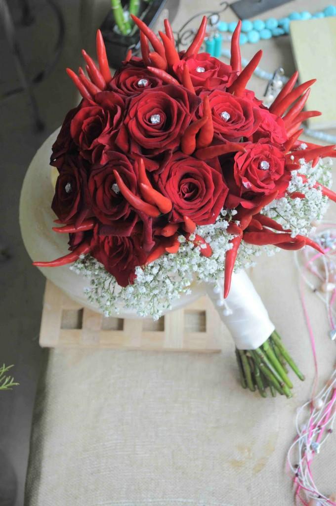 bouquet rose e peperoncini