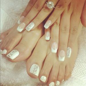 unghie-piedi-mani-stesso-colore-300x300