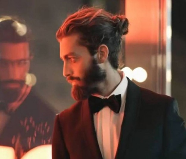 capelli-con-codino-per-un-look-elegante