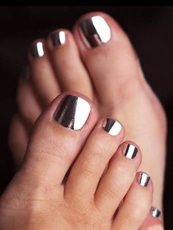smalto-piedi-metallico